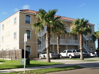 Agua Dolce #5 condo 2 minute walk to beach access, Isla del Padre Sur