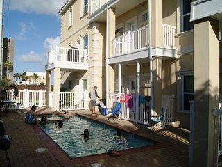 Agua Dolce #5 condo 2 minute walk to beach access