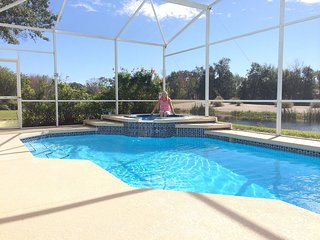 Luxury 4 bedroom home with South facing Swim pool, Davenport