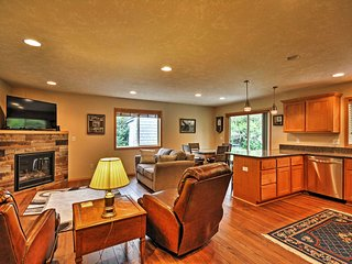 Hammond Home, 2 Blocks to Marina & Columbia River!