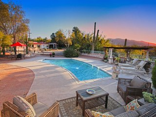 Private Classic Tucson Estate: 3 - 5 bedroom with Guest House, Casas Adobes