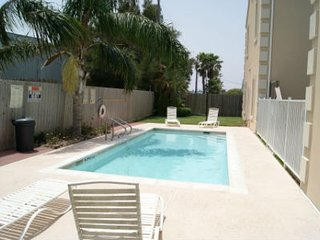 Escape #3 condo 2-3 minute walk to beach access, Isla del Padre Sur