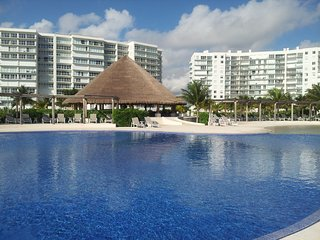 Lujoso departamento frente al mar caribe