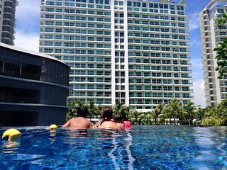 Family-friendly,pool beach view 1 BR unit at Azure, Paranaque