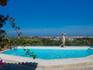 Luxury villa with private pool one minute from the famous beach of Agio Ioanni.