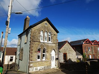 Old Parish Apartment in Llantrisant - 414973