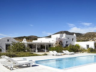 Senna, Sleeps 10, Aliki