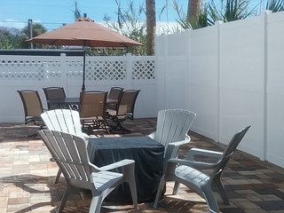 1ST STREET RETREAT. DOG FRIENDLY APT & FENCED YARD, Saint Augustine Beach