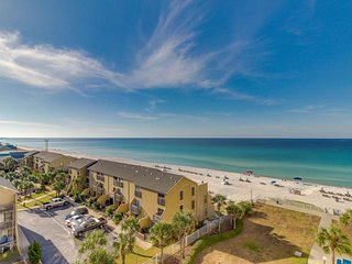 Oceanfront condo w/ views & shared pool, hot tub, tennis - great for snowbirds!