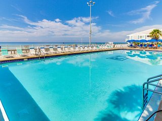 Oceanfront condo w/ views & shared pool, hot tub & tennis