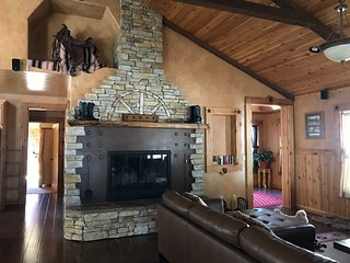 Cowboys retreat, jacuzzi, game room, Big Bear Lake
