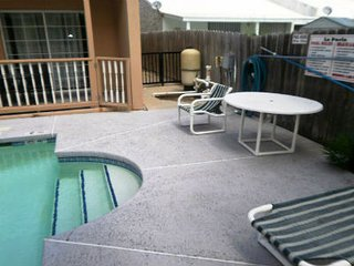 La Perla #1 2-3 minute walk to beach access, CLOSE TO ENTERTAINMENT DISTRICT