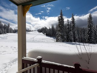 Ski-in/Ski-out Silver Star Condo at Creekside