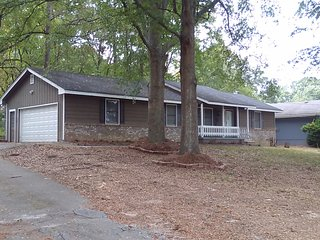 Great  Ranch  House .  Peaceful  and  Quiet Area, Ellenwood
