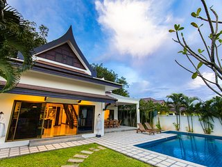 3 Bedrooms Private Pool & Big Garden-Champagne