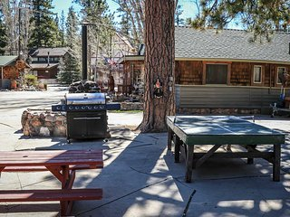 Lonepine Family Cabin~Great Fishing Area~Basic Kitchen~WiFi~Walk To Town~Pets~, Big Bear Region