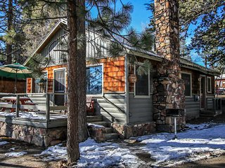 Lakeside Family Cabin~Awesome Deck With BBQ~Furnished Kitchen~WiFi~Pets Welcome~, Big Bear Region