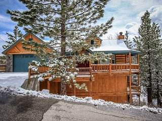 Dawson's Peak Log Cabin~Outdoor Spa~Pool Table/Foosball~Amazing Deck Views~, Big Bear Region