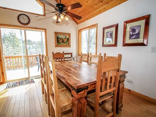 Dawson's Peak Log Cabin~Outdoor Spa~Pool Table/Foosball~Amazing Deck Views~