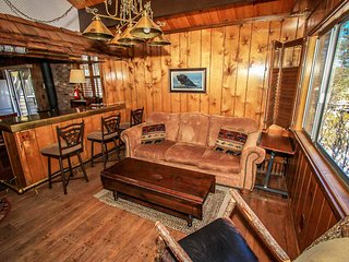 Gypsies In The Palace Mountain Cabin~Private Hot Tub~Walk To Town & The Lake~