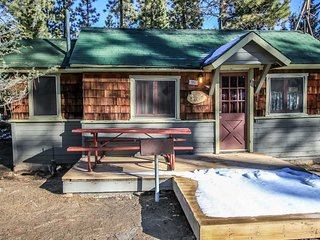 Big Pines~Cozy Studio Lodge Cabin~Walk To Lake~Full Kitchen~Pet Friendly~, Big Bear Region