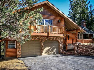~All About Fun~Impeccable Eagle Point Log Home~Hot Tub~Full Game Room~