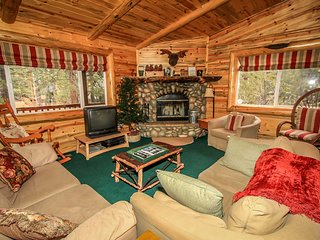 ~Aspen Grove~Centrally Located Furnished Log Home~Essentials Included~