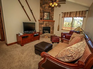 ~Stonehaven~Exquisite Mountain Retreat~Hot Tub~Pool Table~