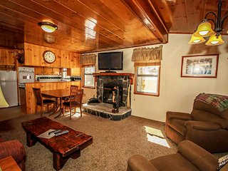Cubbies Two Cabin Combo~Perfect Family/Group Location~Walk To Lake~Fenced Yard~, Big Bear Region