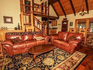 All Season Alpine Retreat 3BR Hot Tub / Dry Sauna / Game Room