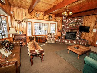 Prime Pines Equipped Mountain Cabin~Pool Table~Central Location~Fully Furnished~