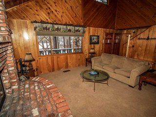 Moose Creek Chalet~Private Outdoor Spa~Game Room/Pool Table~Fully Furnished~