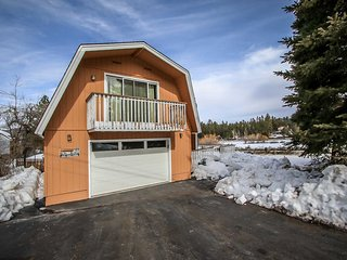 Leader On Cedar Mountain Cabin~Newly Updated Kitchen~Fully Furnished~Garage~
