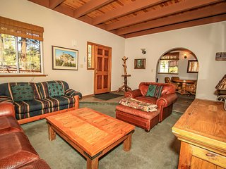 Elk's Lodge Combo Cabins~Main House/Guest Apartment~Outdoor Spa~Pool Table~