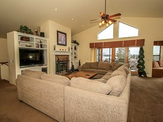 ~Lookout Lakeview~4 Bd~Upscale Lakeside Estate~Pool Table~Walk To Town~