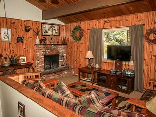 Mountain Twilight Furnished Family Cabin~Great Location~Spacious Treed Lot~, Big Bear City