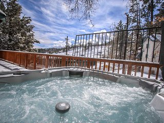 Ski Inn~Entertaining Family Cabin~Private Hot Tub~Game Room With Pool Table~, Big Bear Region