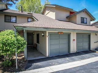 ~Avalanche Zone~Furnished Condo With Pool Table~Full Kitchen~Walk To Golf & Zoo~