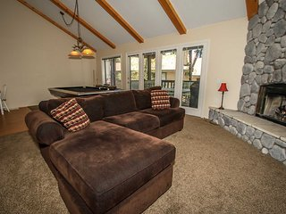 Avalanche Zone Condo~Pool Table~Gas Fireplace~Garage~Pets Ok~Free WiFi~