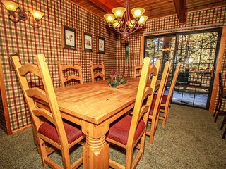 ~Dreams Of Summit~Upscale Log Retreat~Pool Table~Hot Tub~Central Location~