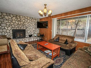 A Warmest Of Welcomes~Furnished Two Story Family Home~Massive Decks & Seclusion~