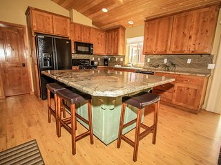 Flintridge Inn Mountain Cabin~Expansive Decking~Equipped Kitchen~Close To Slopes