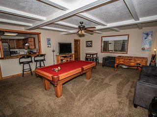 ~Beary Fun Escape~Two Cabin Family Combo~Pool Table~Foosball~Kitchens~WiFi~