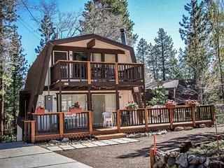 Ski Inn Style Family Ski Cabin~Private Outdoor Spa~Foosball~Equipped Kitchen~
