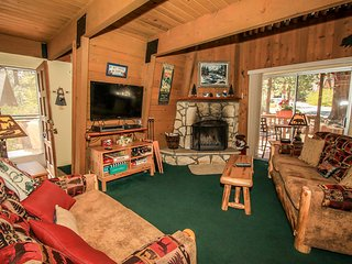 Ski Inn Style Family Ski Cabin~Private Outdoor Spa~Foosball~Equipped Kitchen~
