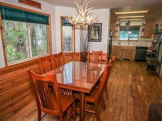 Ballentine Lodge Mountain Home~Spa~New Appliances~Washer/Dryer~WiFi~Fireplace~