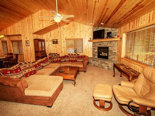 Luck Of The Irish Log Cabin~Newer Appliances/Furnishings~Gas Fireplace~Garage