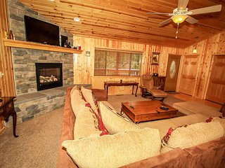~Luck Of The Irish~Modern Log Home Retreat~Full Kitchen With Essentials~Great De