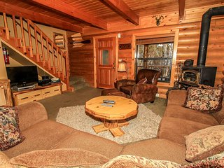 ~Knotty & Nice~3 Bd~Furnished & Equipped Log Home~In-Deck Hot Tub~