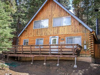 ~Canyon Log Retreat~Furnished Moonridge Cabin~Essentials Included~Great Deck~